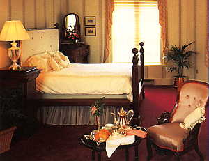Room in the Martha Washington Inn